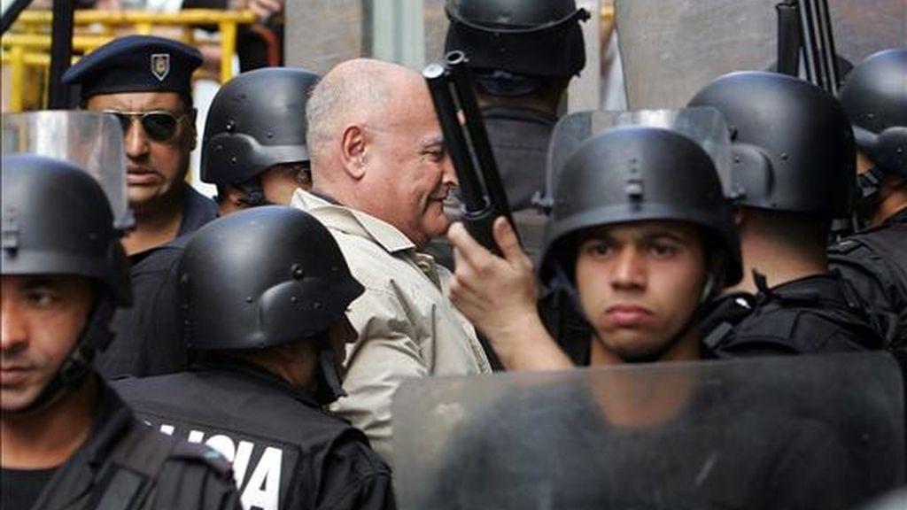 Se trata de los ex militares José Nino Gavazzo (en la imagen), Ricardo Arab, Jorge Silveira, Ernesto Ramas y Gilberto Vázquez, que recibieron 25 años de prisión por 28 delitos. EFE/Archivo
