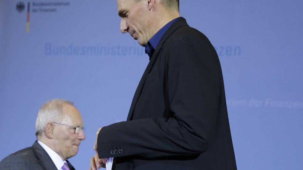 Schaeuble y Varoufakis escenifican su desencuentro en Berlín