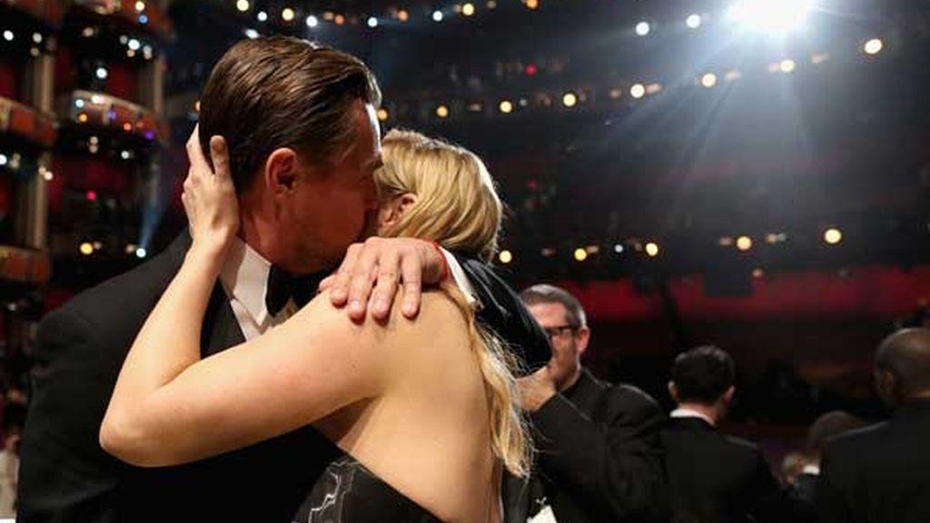 De Titanic a los Oscar de este año, los besos de Kate y LeoDiCaprio son noticia