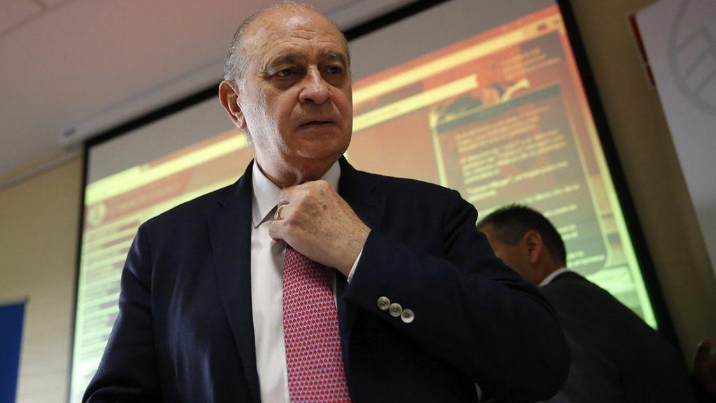 La Fiscalía no ve delito en Fernández Díaz pero ordena investigar la revelación de sus conversaciones