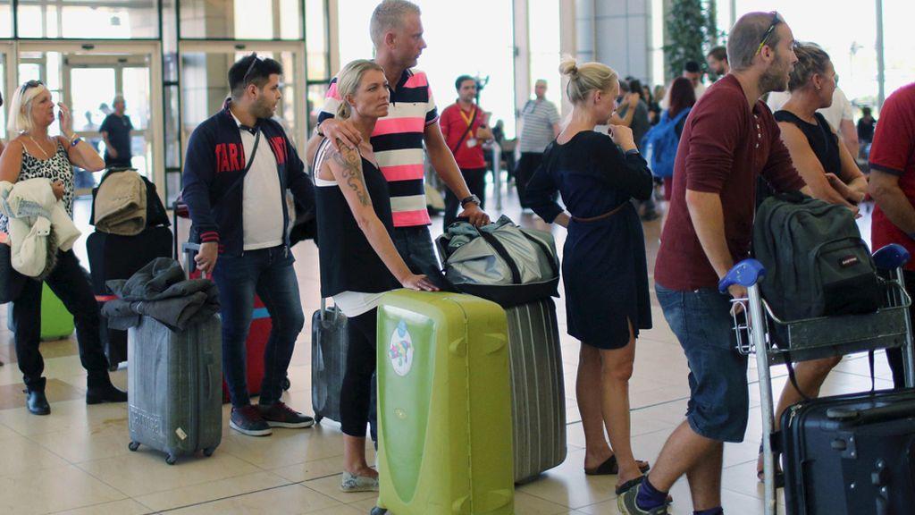 Turistas británicos en el aeropuerto de Sharm el Sheij