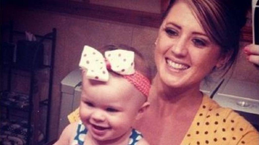Muere una joven de 25 años y rescatan a su bebé tras caer con el coche a un río