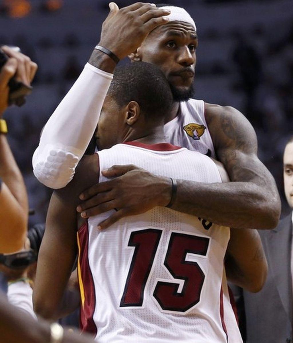 Los Heat se llevan el cuarto partido de la mano de un gran Lebron y ya están a una victoria del anillo