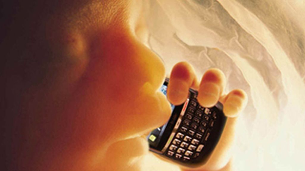 Las mujeres que utilizan regularmente un teléfono móvil correrían el riesgo de tener niños que presenten trastornos de comportamiento.