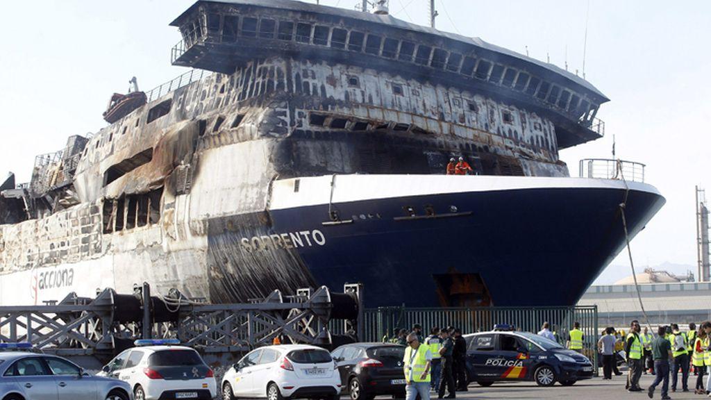 El Sorrento atraca en el puerto de Sagunto, Valencia