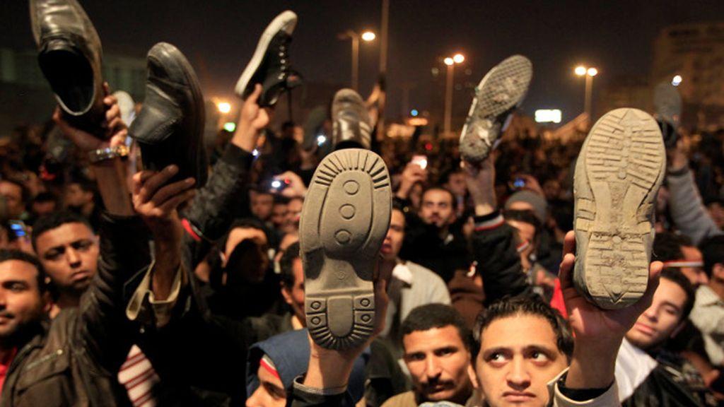 """Mubarak decepciona a su pueblo que le grita """"¡vete ya!"""""""