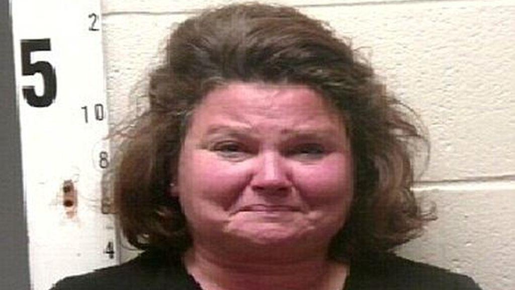 Cindy Clifton era una popular profesora de lectura de una escuela de educación secundaria en Tennesse, EEUU. Ahora enfrenta 53 cargos por violación de menores.