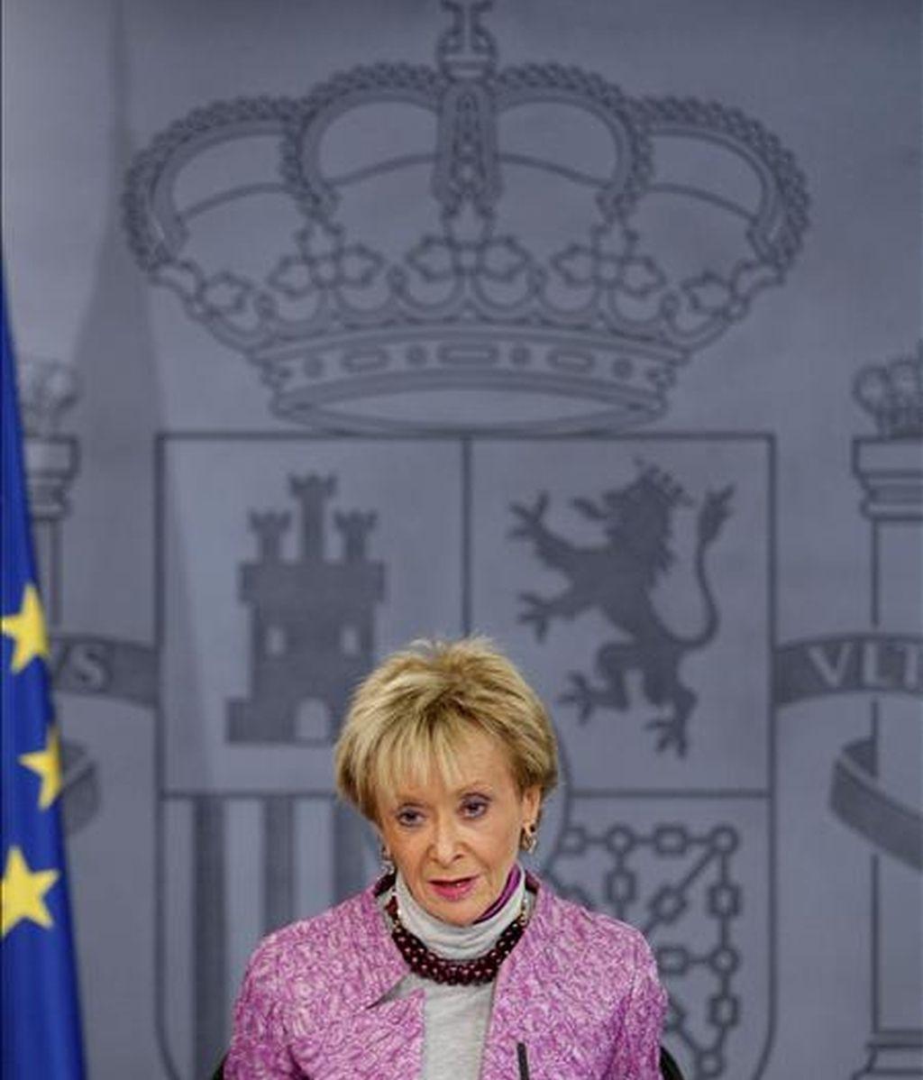 La vicepresidenta primera del Gobierno, María Teresa Fernández de la Vega, durante una rueda de prensa tras la reunión del Consejo de Ministros. EFE/Archivo