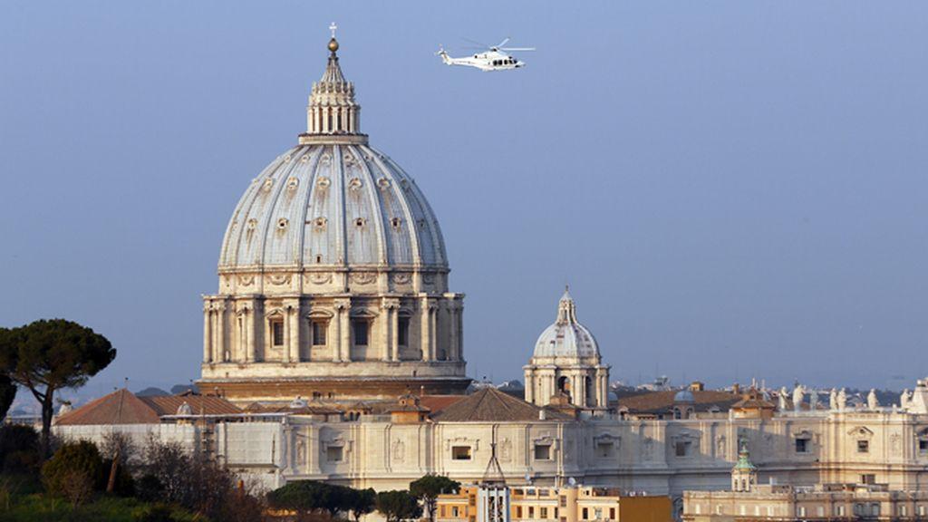 Benedicto XVI abandona en helicóptero El Vaticano rumbo a su retiro
