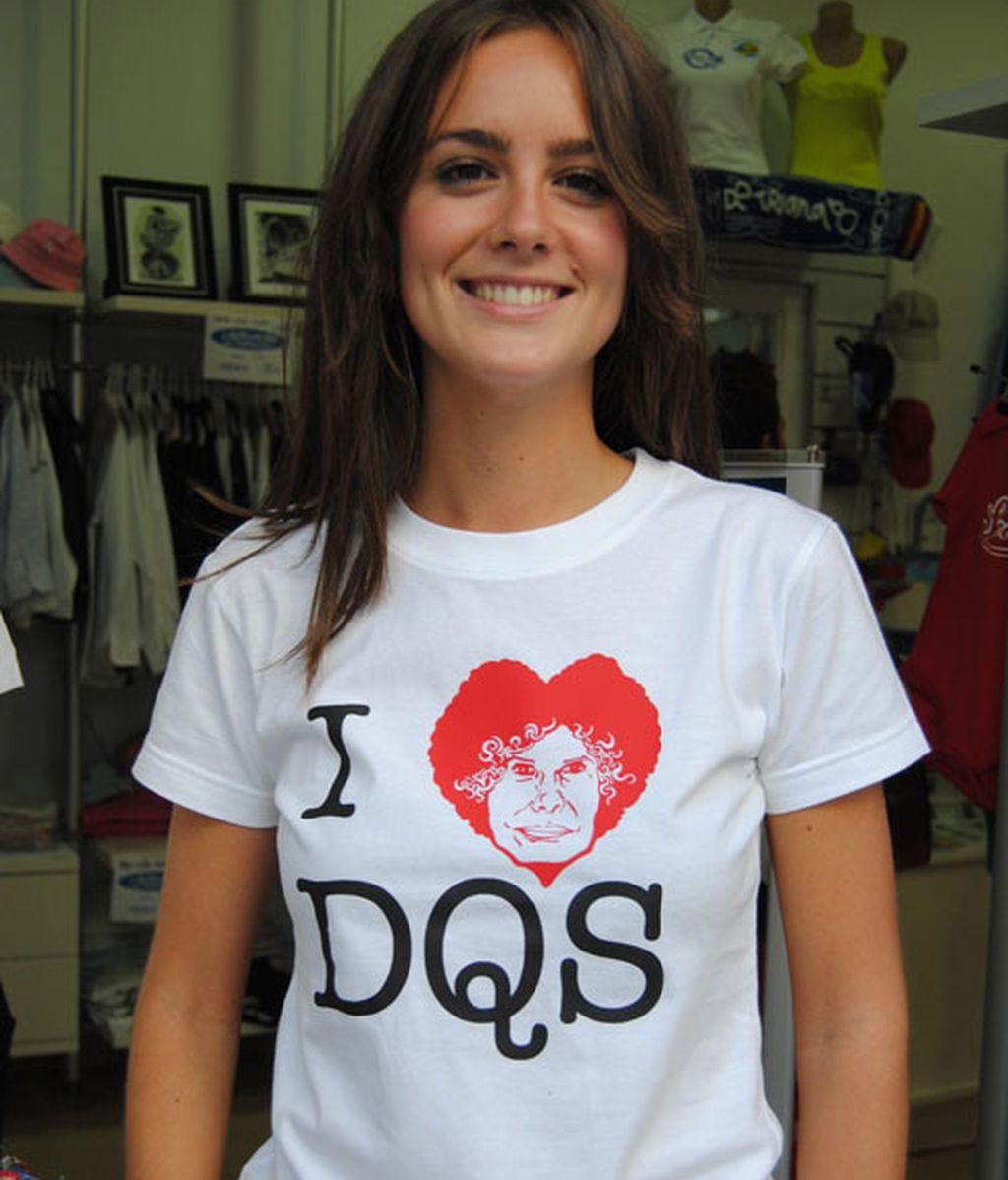 Chapas, camisetas y pulseras para recordar la tercera boda de la Duquesa de Alba