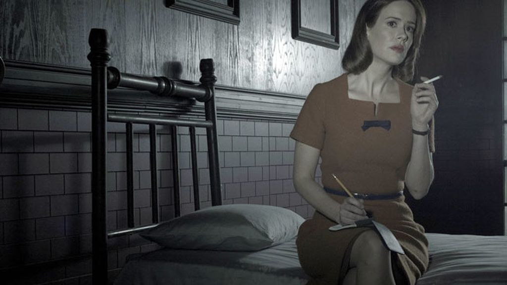 Sarah Paulson es Lana Winters