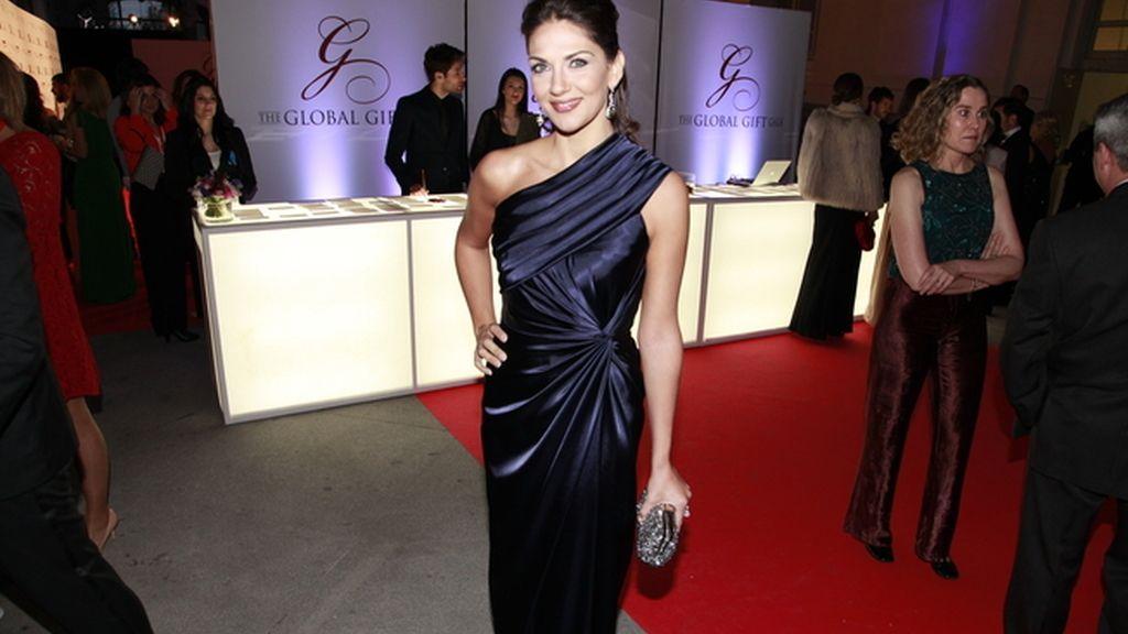 Lorena Bernal con vestido de Roberto Verino y joyas de Carrera & Carrera