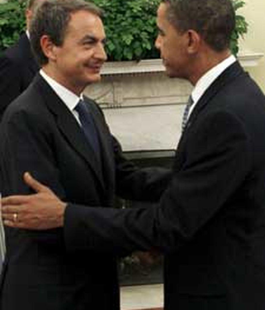 Obama saluda a Zapatero durante la visita del presidente español a la Casa Blanca el pasado 13 de octubre. Foto: EFE