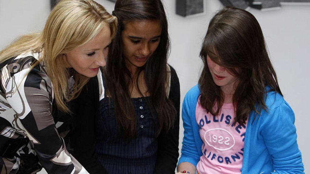 Rowling durante una sesión de fotos para su nuevo sitio web del proyecto Pottermore