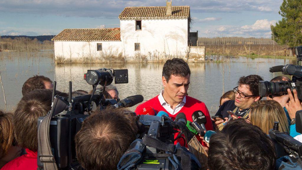 Pedro Sánchez visita las zonas afectadas por la crecida del Ebro