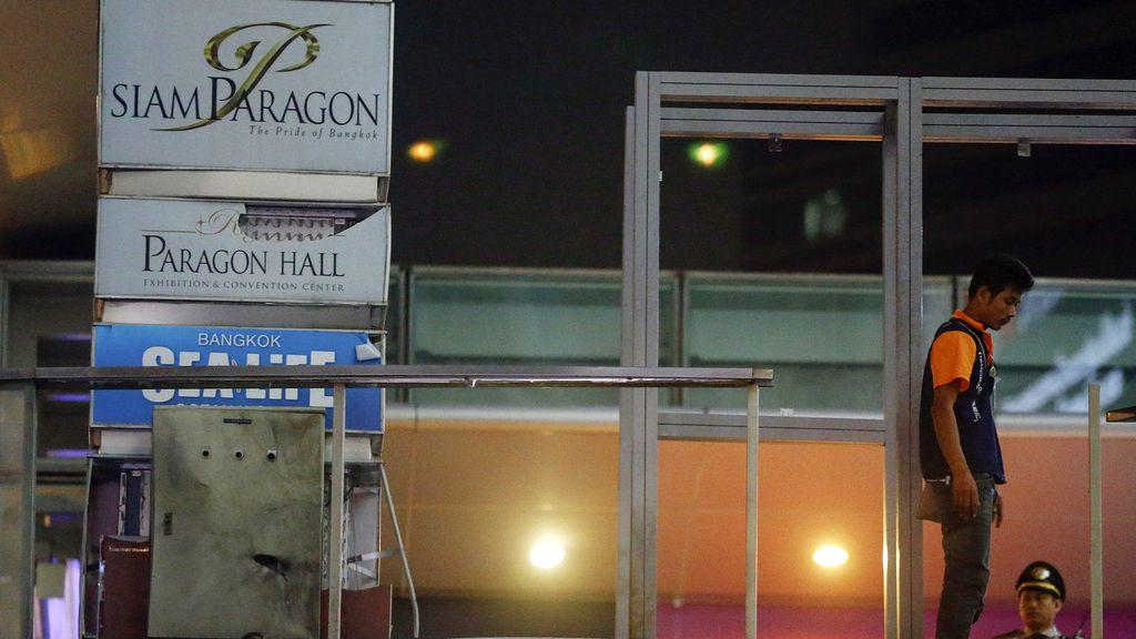 Dos bombas explosionan junto a un centro comercial de lujo en Bangkok