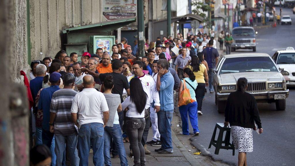 Henrique Capriles y Nicolás Maduro, candidatos para suceder a Chávez