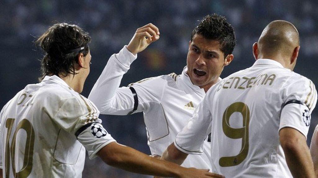Cristiano Ronaldo anota frente al Ajax