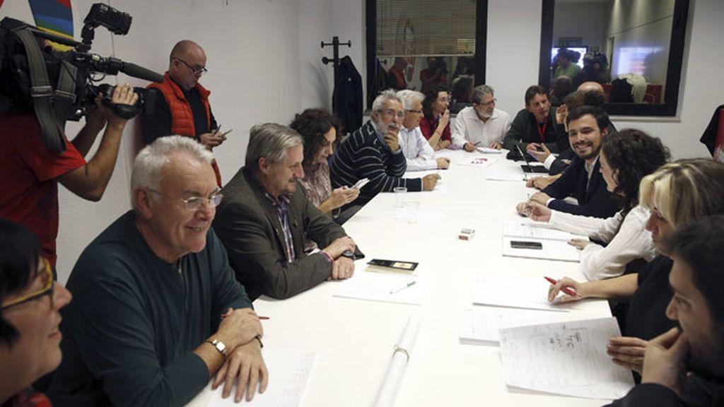 Alberto Garzón y sus dirigentes de IU se reúnen para valorar sondeos
