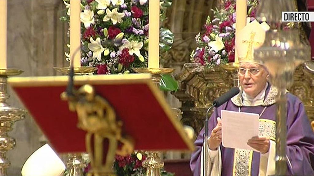 El Cardenal Carlos Amigo ofició el funeral de doña Cayetana