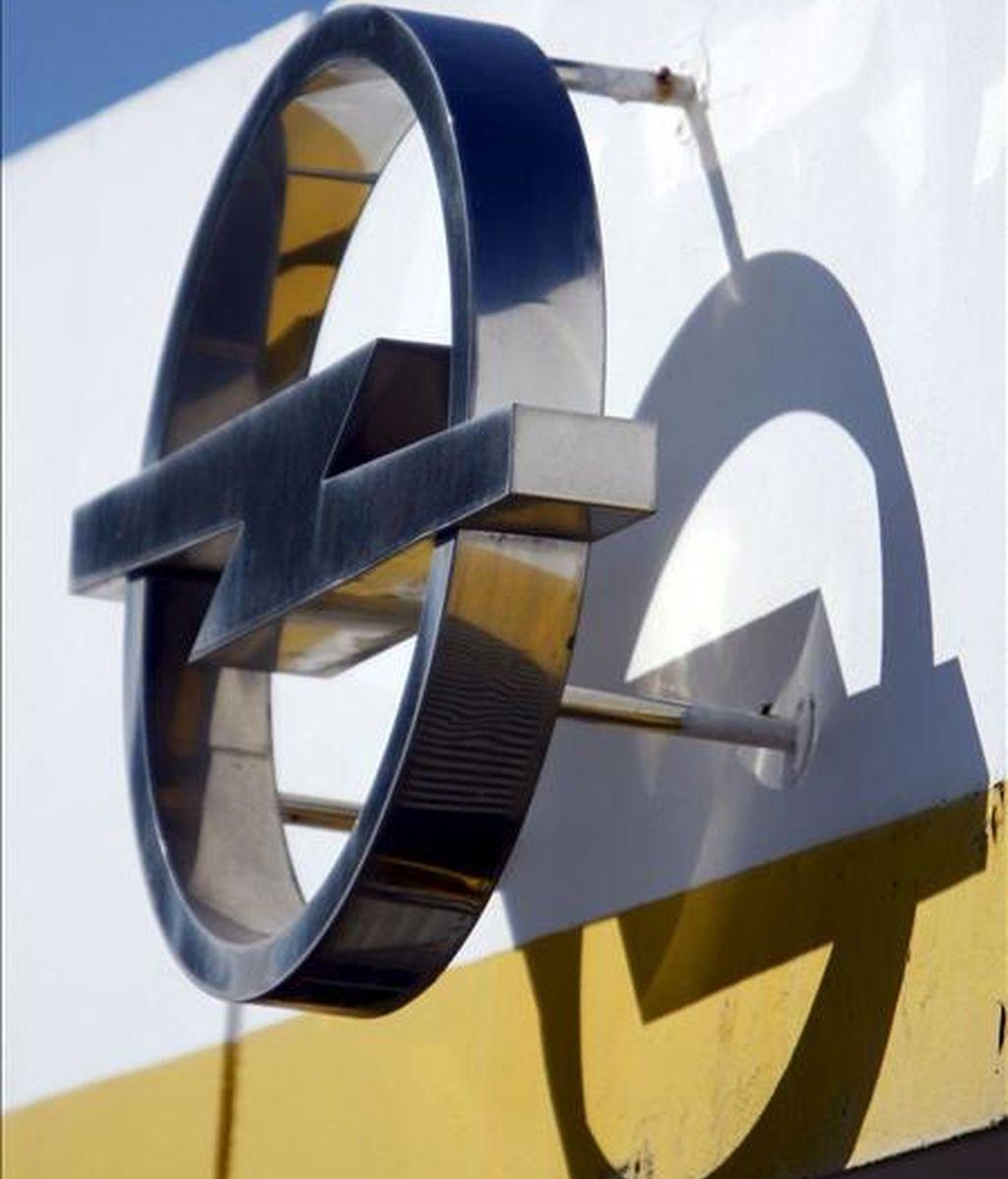 En la fotografía, el logotipo de la marca en las instalaciones de Figueruelas. EFE/Archivo