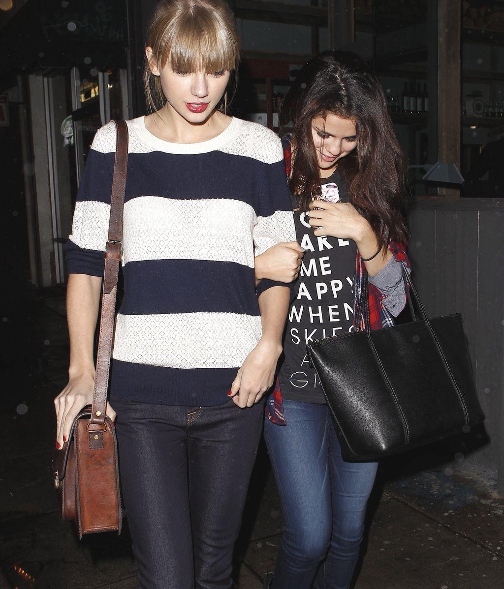 Selena Gomez y Taylor Swift, cena de chicas