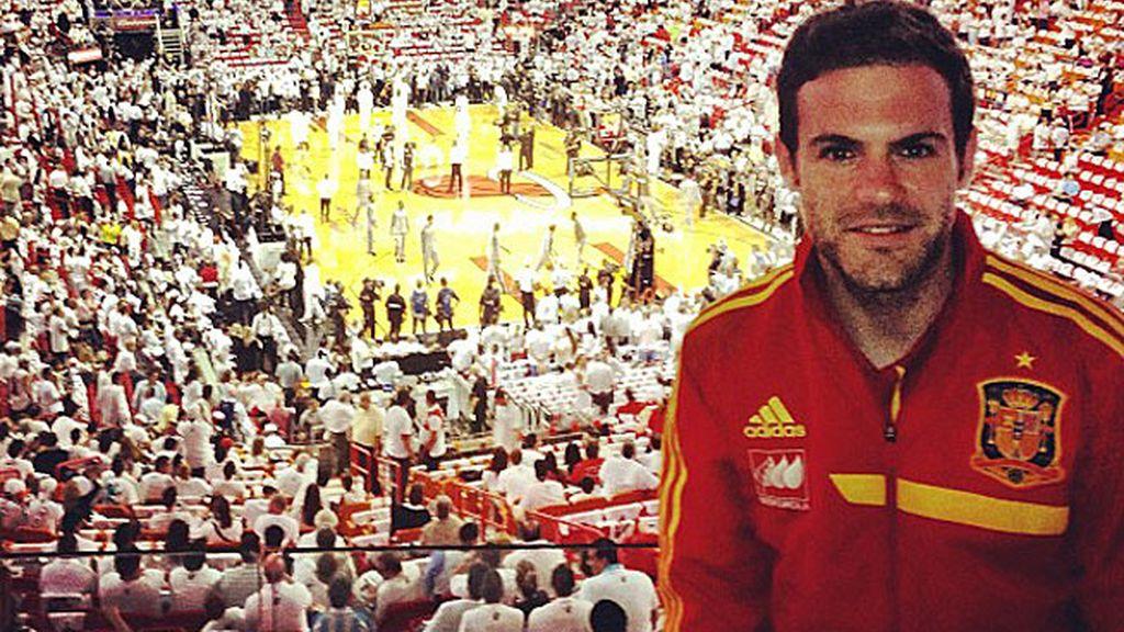 Juan Mata, antes de comenzar el partido.