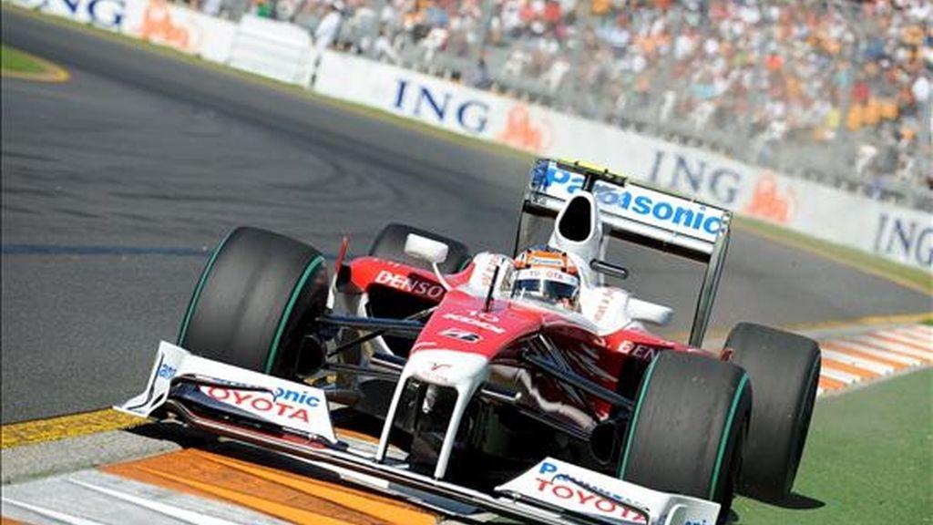 El pilioto alemán de Fórmula Uno Timo Glock, de Toyota, participa en la tercera sesión de entrenamientos libres en el circuito Albert Park de Melbourne (Australia). EFE