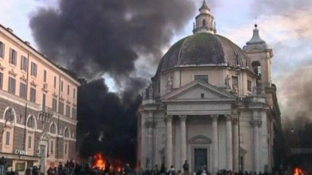 Los destrozos de las protestas contra Berlusconi