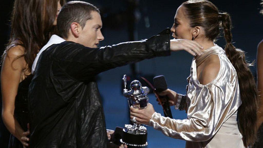 El abrazo de Eminem y Jennifer López