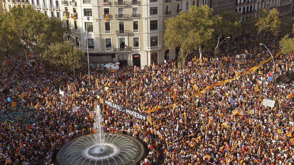 Miles de catalanes participan en el centro de Barcelona en una manifestación independentista bajo el eslogan \