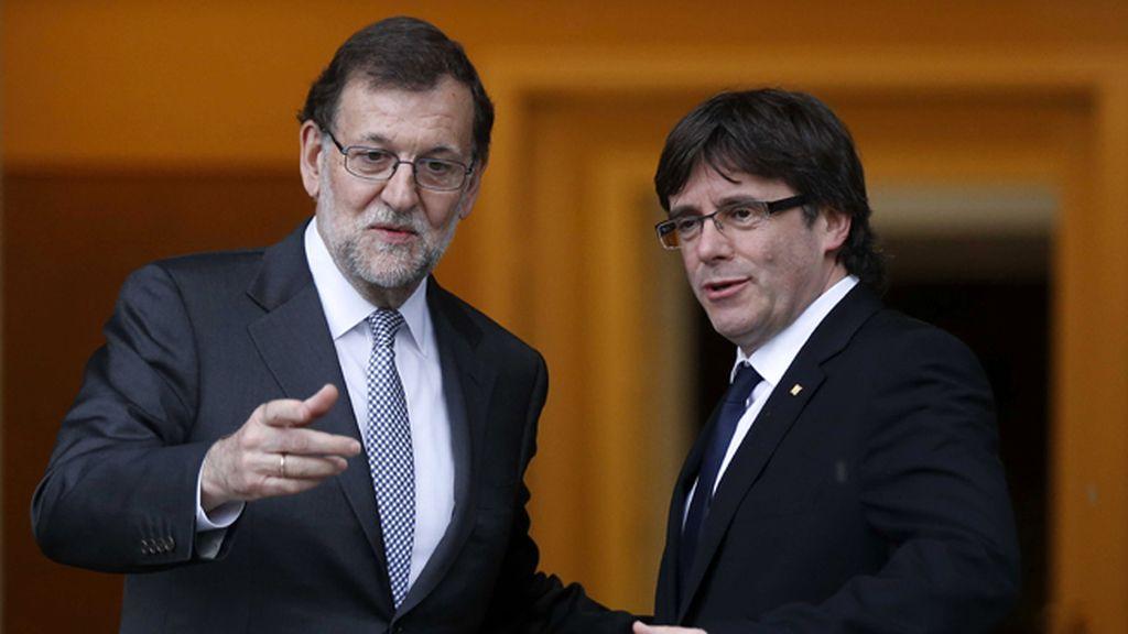 Rajoy recibe a Carlos Puigdemont en la Moncloa