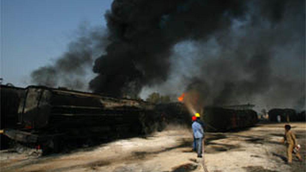 Incendian decenas de camiones de suministros de la OTAN en el sur de Pakistán