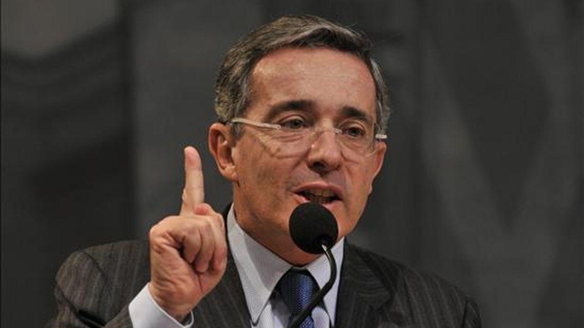 En un documento presentado ante una corte federal en Washington y divulgado hoy, Craig alega que la citación judicial para que Uribe rinda testimonio en el caso viola la inmunidad del ex mandatario colombiano. EFE/Archivo