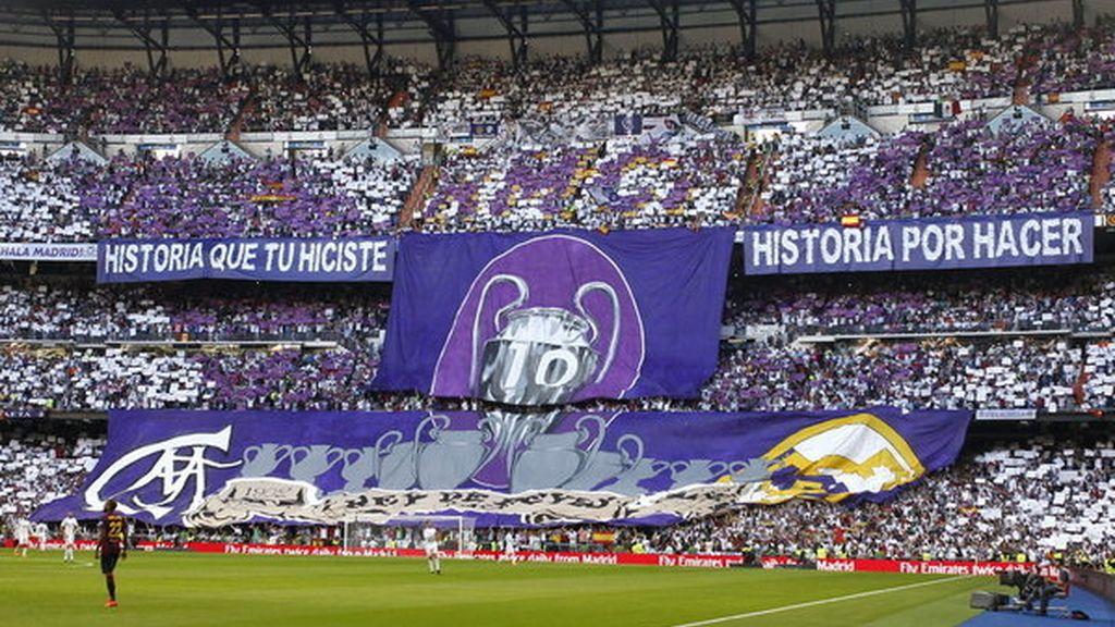 Aficionados del Real Madrid en el Santiago Bernabéu