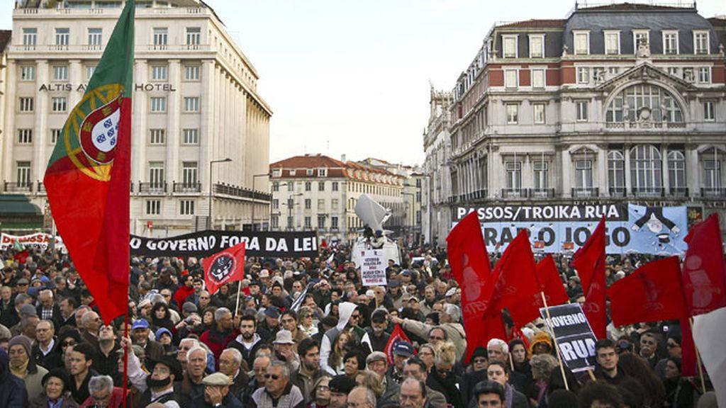 Manifestantes protestan en Portugal