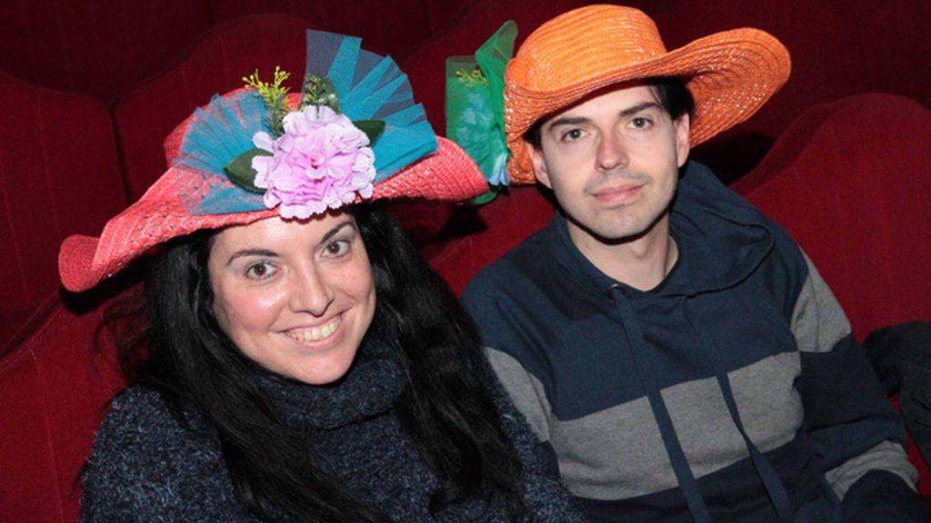 Carolina Palomino Peralta disfrazada junto a su novio en una obra de teatro