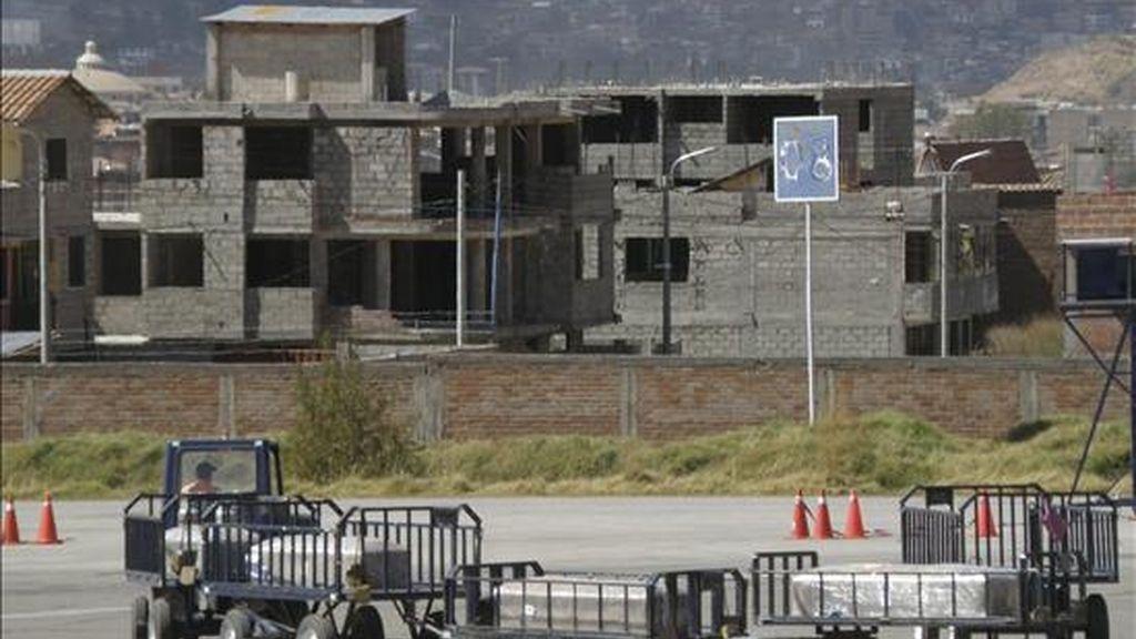 Vista de los cuatro ataúdes que contienen los restos mortales de las ciudadanas españolas que fallecieron en un accidente vehicular el pasado martes en el Cuzco. Estos restos mortales serán repatriados este viernes y se prevé su llegada a España en la mañana del sábado. EFE