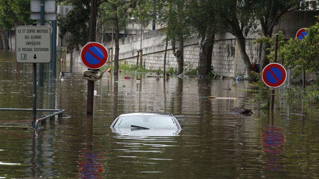 El Sena se desborda a su pasó por París