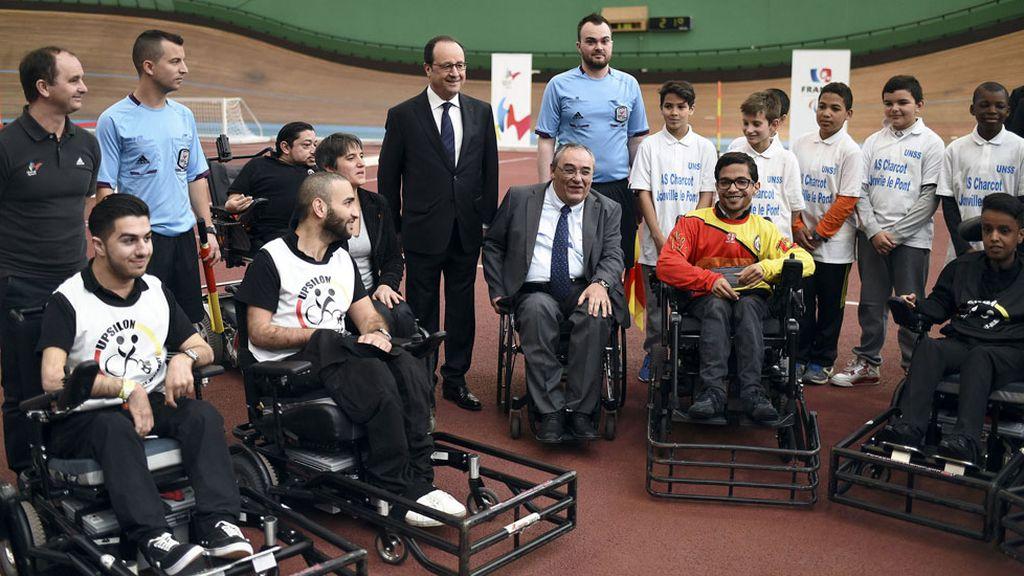 Hollande visita el Instituto Nacional de Deporte y Educación Física de Francia (29/03/2016)