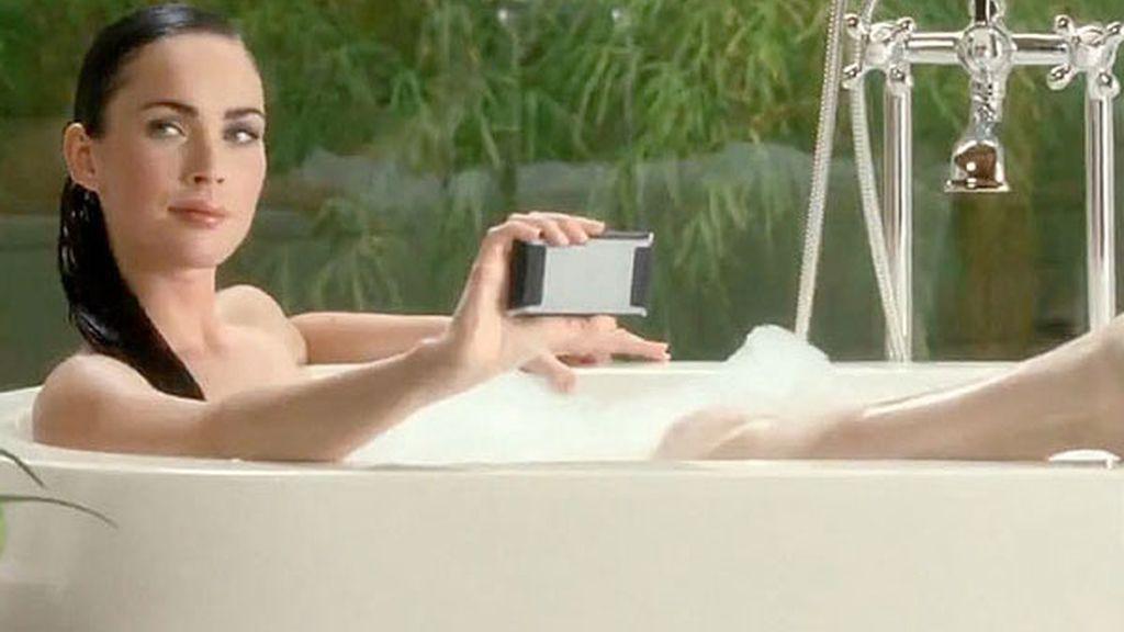 Megan Fox, en la bañera ante millones de personas