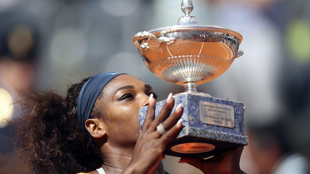 Serena Williams, pasa por encima de la bielorrusa Victoria Azarenka en la final del torneo de Roma