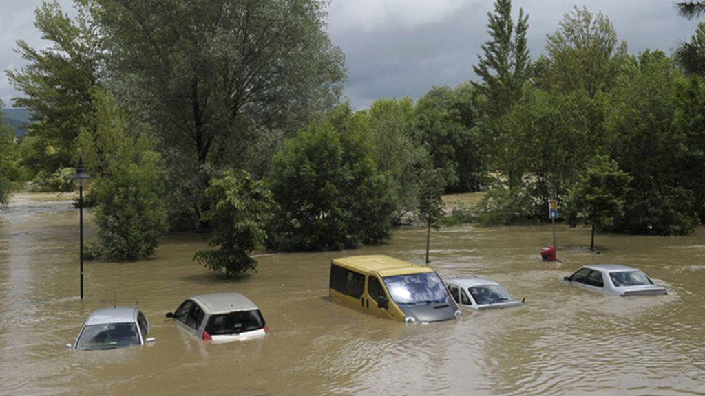Evacuadas 25 personas de sus viviendas con lanchas neumáticas en Villava y Huarte por las inundaciones
