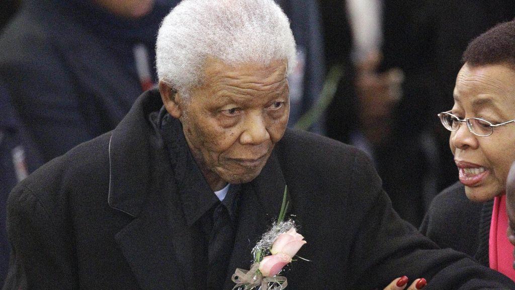 Mandela, durante el entierro de su bisnieta