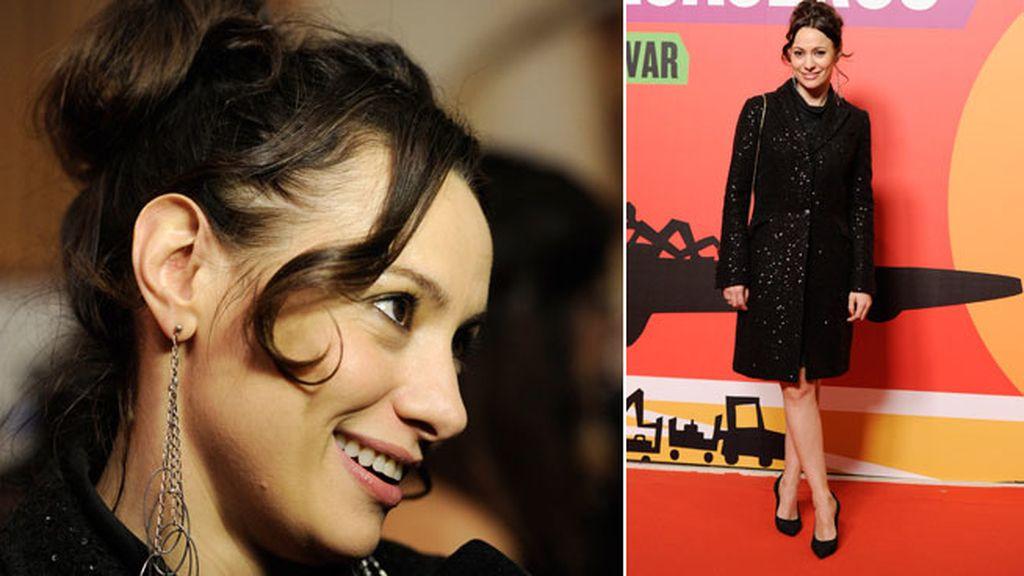 Natalia Verbeke, elegante de negro y resplandeciente