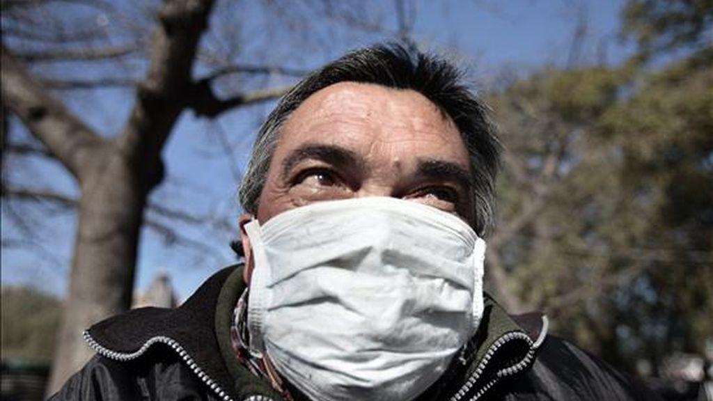 El total de muertos en Argentina por la gripe A llegó a 26 este viernes, cuando se confirmaron tres nuevos fallecimientos y 99 nuevos casos de afectados, con lo que el total asciende a 1.587. EFE/Archivo