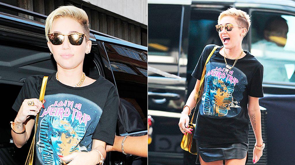 Miley Cyrus apuesta por el dorado en todo su look