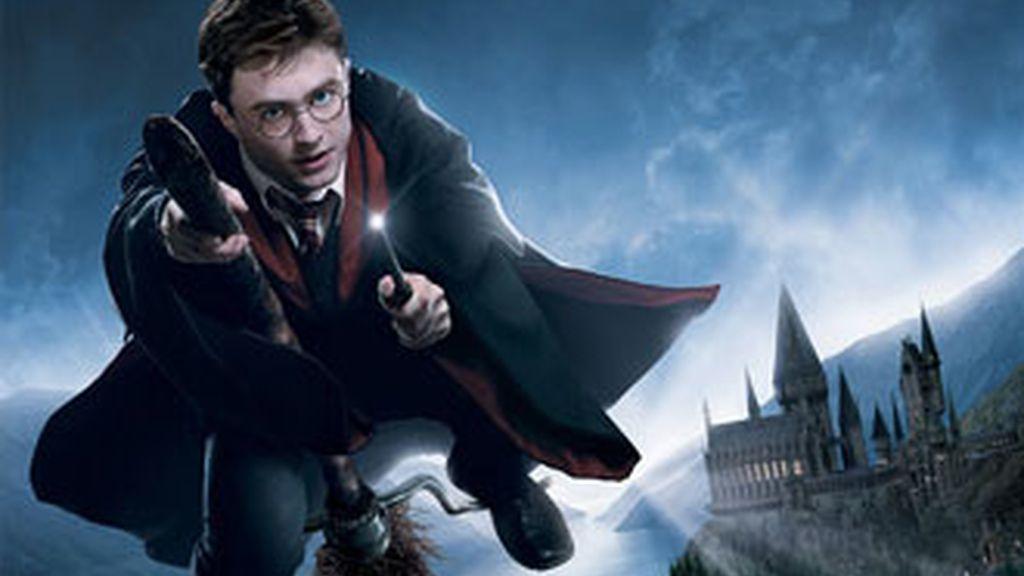 Volar como Harry Potter y revivir sus aventuras entre monstruos encantados será una experiencia única en el parque temático del mago en Orlando, EEUU.
