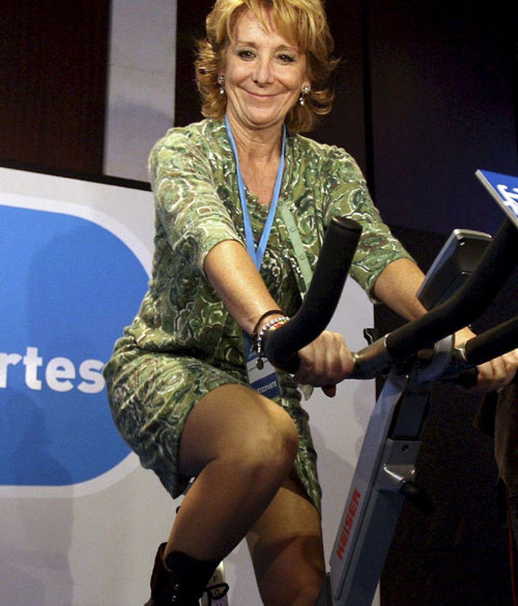 Aguirre se sube a una bicicleta solidaria