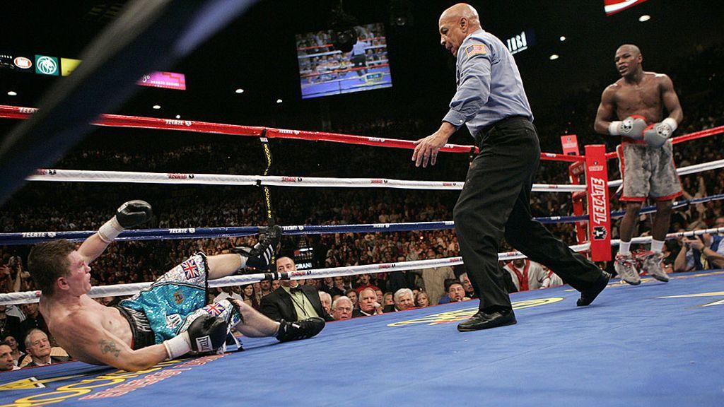 Ricky Hatton cayó ante Mayweather en el combate de los púgiles invictos